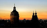 Nederland  Amsterdam 2016 . De Nicolaaskerk bij zonsondergang. Foto Berlinda van Dam / Hollandse Hoogte