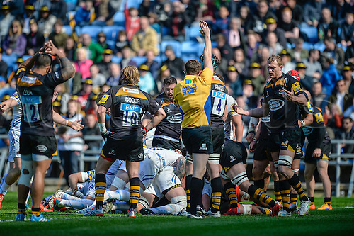 26.04.2015.  Coventry, England.  Aviva Premiership. Wasps versus Exeter Chiefs. Try awarded to Exeter after Thomas Waldrom (Exeter) drives the ball over.
