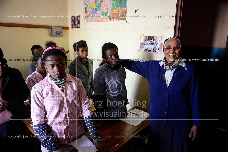 MADAGASCAR Antananarivo / MADAGASKAR Antananarivo, CENTER FIHAVANANA fuer Strassenkinder geleitet von den SCHWESTERN VOM GUTEN HIRTEN / SOEURS DU BON PASTEUR / GOOD SHEPHERD SISTERS, Schueler JEAN DE DIEU, 14 Jahre