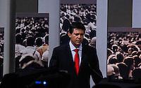 ATENCAO EDITOR FOTO EMBARGADA PARA VEICULO INTERNACIONAL - SAO PAULO, SP , 24 DE SETEMBRO 2012 - DEBATE TV GAZETA - O candidato a prefeitura da cidade de Sao Paulo, Fernando Haddad (PT) durante debate do primeiro turno da tv Gazeta na noite desta segunda-feira, 24 na sede da tv na avenida Paulista. FOTO: VANESSA CARVALHO / BRAZIL PHOTO PRESS.