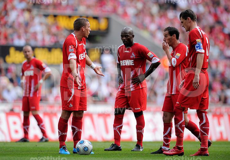 Fussball   1. Bundesliga   3. Spieltag    Saison 2009/2010 1.FC Koeln - Eintracht Frankfurt      22.08.09 Lukas PODOLSKI diskutiert mit Pierre WOME, PETIT und Milivoje NOVAKOVIC (li nach re, alle Koeln).
