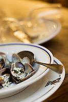 """Europe/France/Bretagne/56/Morbihan/Belle-Ile/ Sauzon:  Fricassée de palourdes au gingembre et lait de coco recette  de Lucien Coquant  chef du Restaurant  :"""" Le Contre-Quai"""" rue St Nicolas,"""