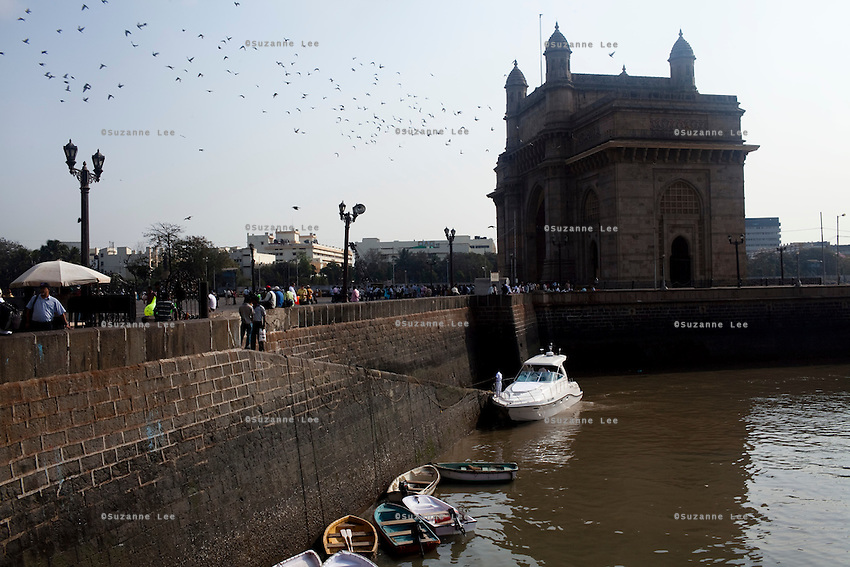 The Gateway to India monument / landmark that faces the Arabian sea on the Marine Drive in Mumbai, India. Photo by Suzanne Lee