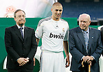 Real Madrid's new player Karim Benzema with Florentino Perez (l) and Alfredo Di Stefano (r) during his presentation. July 9 2009. (ALTERPHOTOS/Acero).