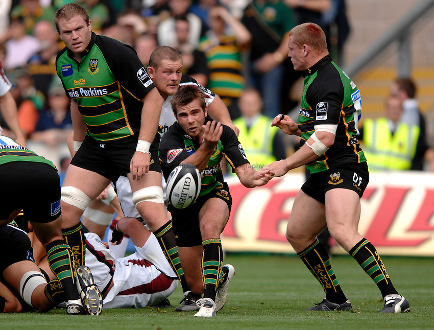 Photo: Richard Lane..Northampton Saints v Newcastle Falcons. Guinness Premiership. 03/09/2006. .Saints' Johnny Howard passes.