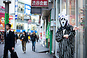October 31, 2012, Tokyo, Japan - Japanese man wears the costume of Scream for Halloween in Shibuya district, Tokyo. (Photo by Yumeto Yamazaki/AFLO)