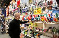 Nederland  Beverwijk  2017. De Bazaar in Beverwijk. De Bazaar in Beverwijk is al 37 jaar de plek waar uiteenlopende culturen samenkomen en is de grootste overdekte markt in Europa. De Bazaar bestaat uit verschillende marktdelen. De Oosterse Markt.        Foto mag niet in negatieve context gebruikt worden.     Foto Berlinda van Dam / Hollandse Hoogte