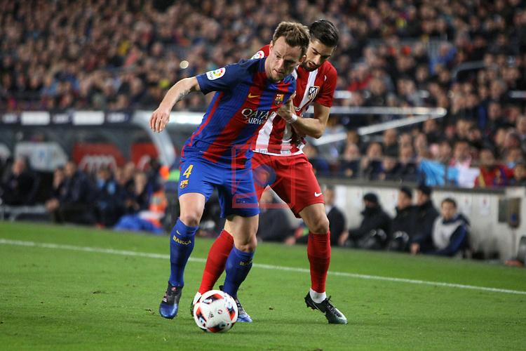 Copa del Rey 2016/2017 - Semifinal vuelta.<br /> FC Barcelona vs Atletico Madrid: 1-1.<br /> Rakitic vs Carrasco.