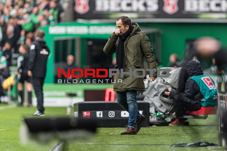 10.02.2019, Weserstadion, Bremen, GER, 1.FBL, Werder Bremen vs FC Augsburg<br /> <br /> DFL REGULATIONS PROHIBIT ANY USE OF PHOTOGRAPHS AS IMAGE SEQUENCES AND/OR QUASI-VIDEO.<br /> <br /> im Bild / picture shows<br /> Manuel Baum (Trainer / Head Coach FC Augsburg) in Coachingzone / an Seitenlinie, <br /> <br /> Foto &copy; nordphoto / Ewert