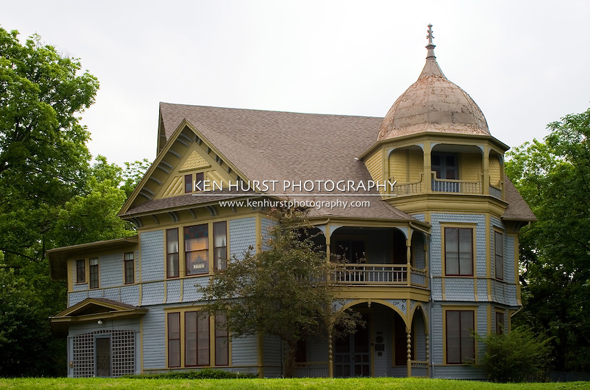 Gothic victorian style house ken hurst photography for Victorian themed house