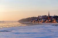 Lauenburg an der Elbe im Winter: EUROPA, DEUTSCHLAND, SCHLESWIG- HOLSTEIN, LAUENBURG 25.01.2013:  Lauenburg an der ruhig fliessenden Winterelbe