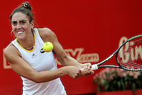 BOGOTA - COLOMBIA - 15-04-2016: Catalina Pella de Argentina, devuelve la bola a Irina Falconi de Estados Unidos, durante partido por el Claro Colsanitas WTA, que se realiza en el Club El Rancho de Bogota. / Catalina Pella of Argentina, returns the ball to Irina Falconi from United States, during a match for the WTA Claro Colsanitas, which takes place at Club El Rancho de Bogota. Photo: VizzorImage / Luis Ramirez / Staff.