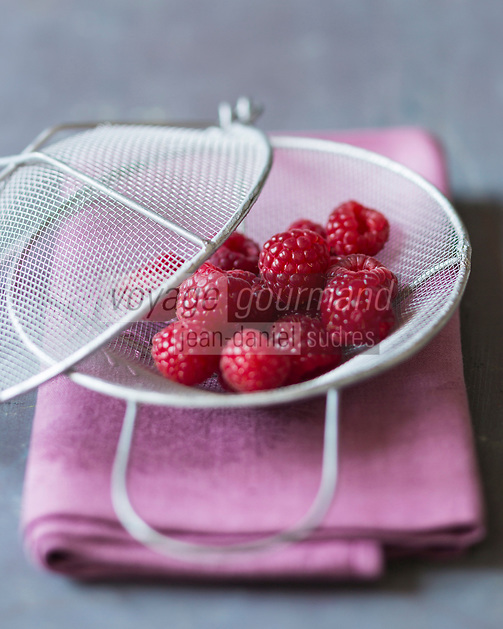 Gastronomie, Framboises   // Gastronomy, Raspberries <br /> - Stylisme : Valérie LHOMME