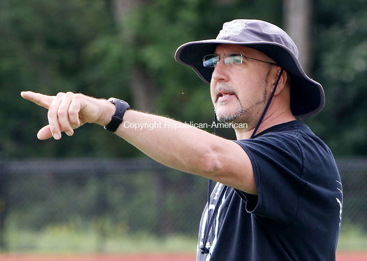 OXFORD CT. 14 August 2017-081417SV02-Oxford High coach Joe Stochmal works with players during a practice at the school in Oxford Monday.<br /> Steven Valenti Republican-American