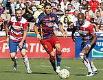 Granada's David Lomban (l) and Jean-Sylvain Babin (r) and FC Barcelona's Luis Suarez during La Liga match. May 14,2016. (ALTERPHOTOS/Acero)