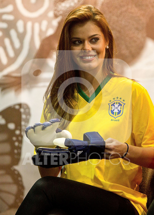 30.06.2010, Nelson Mandela Square, Johannesburg, RSA, FIFA WM 2010, Miss World Penalty Shootout im Bild Miss Brazil Luciana Reis at Miss World contestants from the quarter finals FIFA World Cup 2010 at AIPS glamour event,  Foto: nph /   Vid Ponikvar, ATTENTION! Slovenia OUT