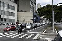 ATENCAO EDITOR: FOTO EMBARGADA PARA VEICULOS INTERNACIONAIS - SÃO PAULO, 17 DE OUTUBRO, 2012 - TRÂNSITO SP - Congestionamento na Av Rio Branco sentido centro altura  do viaduto Orlando Murgel, na manhã dessa quarta-feira, 17 - FOTO LOLA OLIVEIRA - BRAZIL PHOTO PRESS