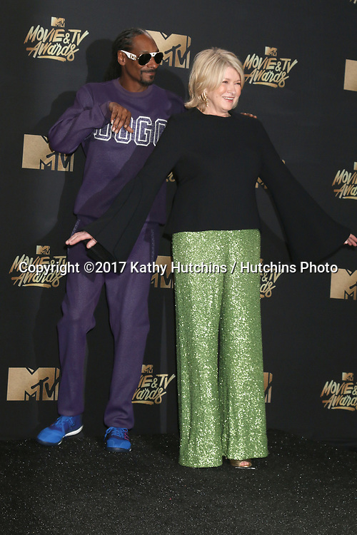 LOS ANGELES - MAY 7:  Snoop Dogg, Martha Stewart at the MTV Movie and Television Awards on the Shrine Auditorium on May 7, 2017 in Los Angeles, CA