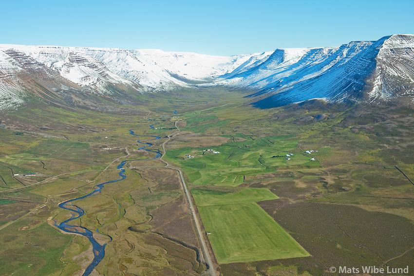 Enni og Sandfell - Unadalur séð til austurs, í bakgrunni t.v. Ás, Stekkgjagerði, Hólkot, Hraun, Grundarland, Bjarnastaðir og Spána - en hægra megin fyrir innan eru: Svínavellir og Bjarnastaðagerði. Sveitarfélagið Skagafjörður áður Hofshreppur  /   Enni and Sandfell - viewing south -  Undalur: in background left: As, Stekkjagerdi, Holkot, Hraun, Grundarland, Bjarnastadir and Spana - on the southermost side: Svinavellir and Bjarnastadagerdi. Sveitarfelagid Skagafjordur former Hofshreppur.