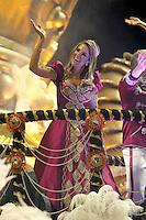 SAO PAULO, SP, 24 DE FEVEREIRO 2012 - CARNAVAL SP DESFILE CAMPEAS - ROSAS DE OURO - Ticiane Pinheiros  da escola de samba Rosas de Ouro durante desfile das campeãs  do Carnaval 2012 de São Paulo, no Sambódromo do Anhembi, na zona norte da cidade, (FOTO: ALE VIANNA - BRAZIL PHOTO PRESS)