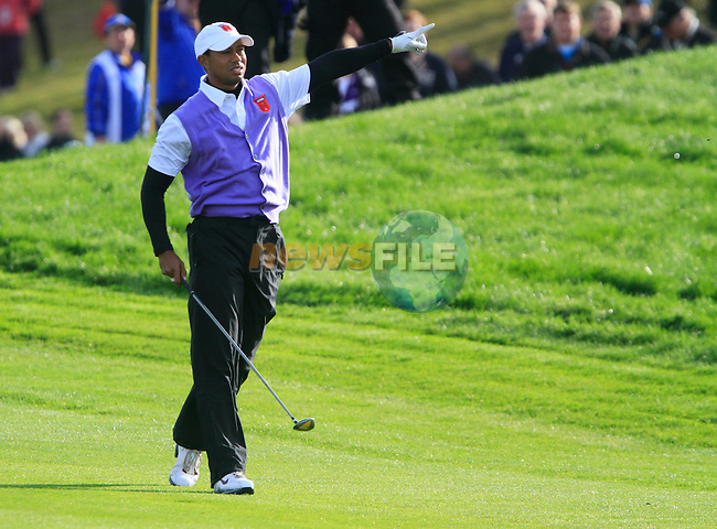 Tiger Woods plays his 2nd shot nd sends it left on the 18th hole in the Day 2 session of the overnight Fourball Match 3 during Day 1 of the The 2010 Ryder Cup at the Celtic Manor, Newport, Wales, 29th September 2010..(Picture Eoin Clarke/www.golffile.ie)