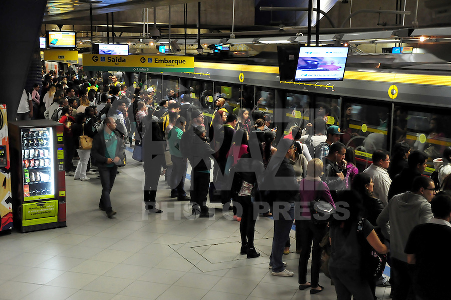 SAO PAULO, SP, 06.06.2014 - GREVE METRO SAO PAULO - Movimentacao de passageiros na estacao Luz na regiao oeste de Sao Paulo nesta sexta-feira, 06. (Foto: Kevin David / Brazil Photo Press).
