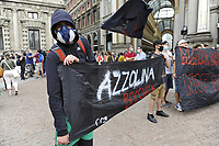 -  il 25 giugno 2020 si sono svolte in più di sessanta città italiane manifestazioni di protesta contro le decisioni del governo per la riapertura delle scuole dopo il blocco dovuto all'epidemia di Covid-19, e per la scarsità di risorse economiche stanziate. La protesta a Milano, come altrove, ha visto la partecipazione di professori, insegnanti, genitori e studenti di ogni età.<br />