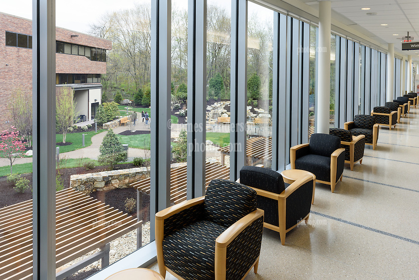 Yale-New Haven Health Park Avenue Medical Center. Architect: Shepley Bulfinch. Contractor: Gilbane Building Company, Glastonbury, CT. James R Anderson Photography, New Haven CT photog.com. Date of Photograph 4 May 2016  Submission 25  © James R Anderson. Garden View, First Floor West Hallway.