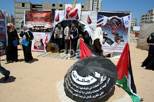 Palestinians attend during festival marking the 61th anniversary of the 'Nakba' (catastrophe) in the Gaza City, 26 April 2009. Palestinians demonstrated across the occupied territories on the 61th anniversary of the 'Nakba', the establishment of the state of Israel, which left thousands of Palestinians displaced.  APAIMAGES PHOTO / Ashraf Amra