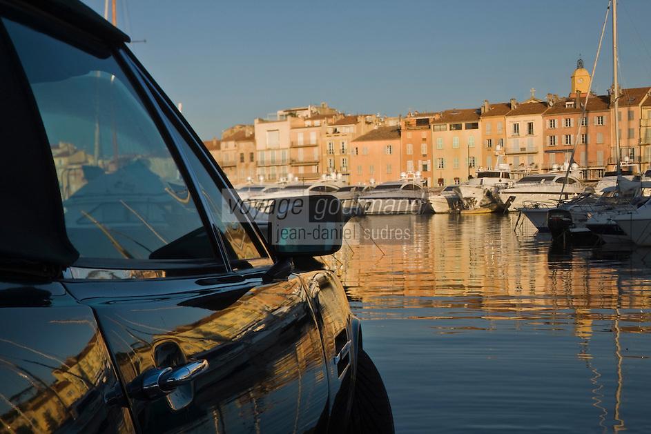 Europe/France/Provence-Alpes-Côte d'Azur/83/Var/ Saint-Tropez: Aston Martin sure le port dans la lumière du soir