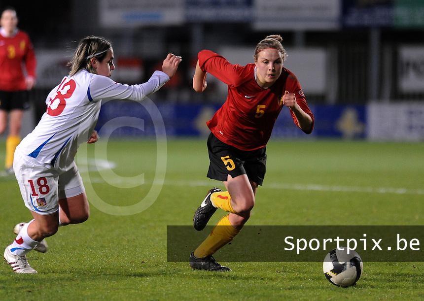 Belgium - Czech Republic : Lorca Van De Putte in de spurt met Iva Mocova (links).foto DAVID CATRY / Vrouwenteam.be