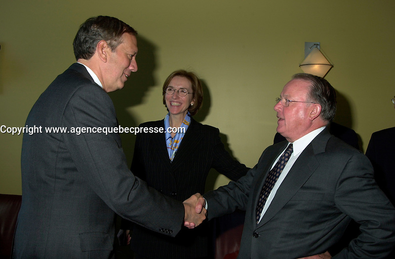 Montreal, April 18, 2001<br /> New York State Governor George Pataki (left) meet with Quebec Premier ;  Bernard Landry on April 18, 2001 at Dorval International Airport near Montreal, CANADA<br /> Photo by Pierre Roussel