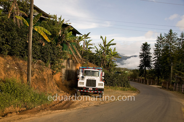 Pick up points, where large trucks collect the coffee dropped by indivudual producers..Llano Bonito, León Cortés, San José State, Costa Rica..Photo: Eduardo Martino / 15.01.2009