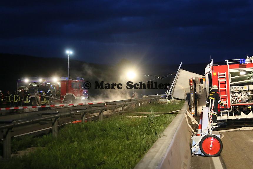 Schwerer LKW-Unfall mit lebendem Geflügel auf der A7 bei Bad Hersfeld führt zur Vollsperrung