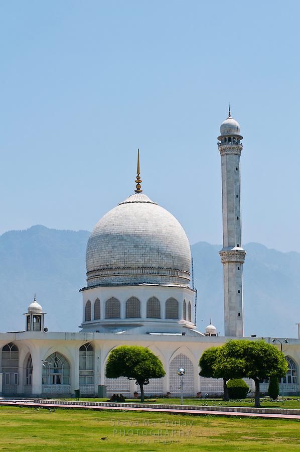 Hazratbal Mosque, Srinagar, Kashmir, India.