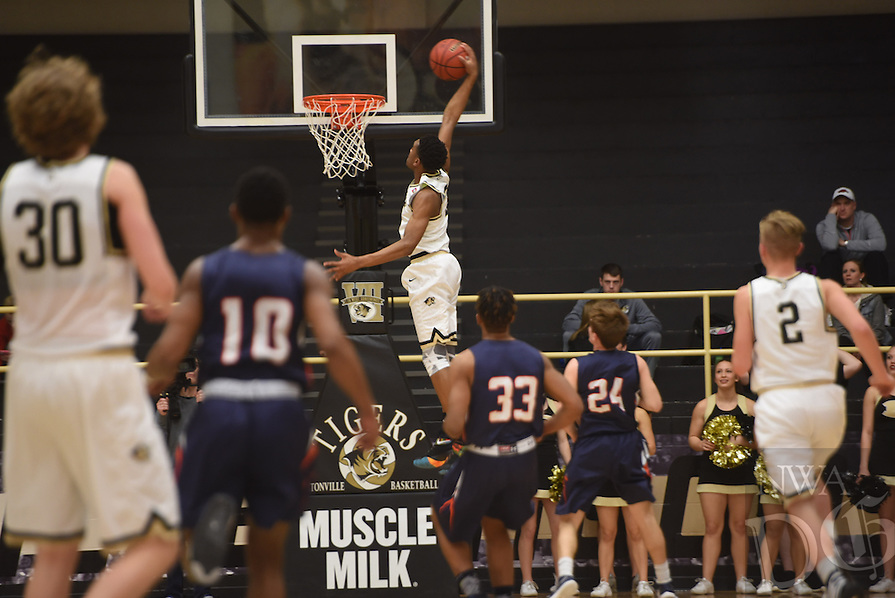 NWA Democrat-Gazette/J.T. WAMPLER  Bentonville boys beat Rogers Heritage Tuesday Jan. 26, 2016.