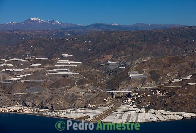 EL CASTILLO DE HUAREA (CENTRO) EL POZUELO (IZQUIERDA)-GRANADA-ANDALUCIA. 2008-04-05. (C) Pedro ARMESTRE