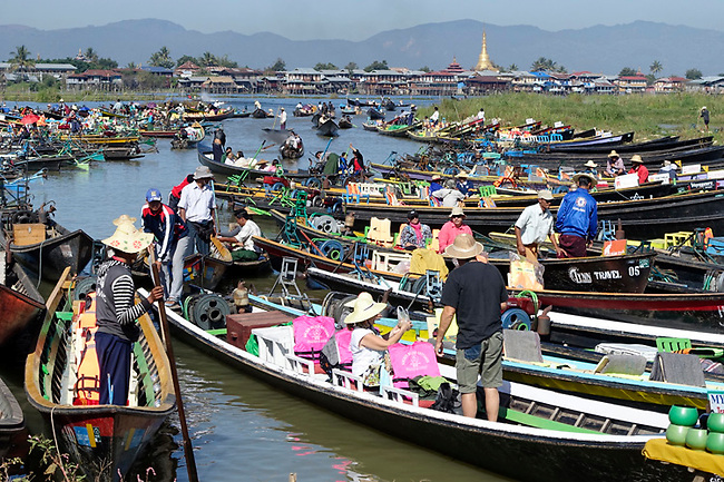 tourist boats at market in Inle Lake