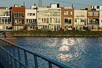 Nederland, Amsterdam, 15 jan 2007<br /> <br /> Amsterdam IJburg. Vinex-lokatie bij Amsterdam in het IJmeer.  Hier hebben bewoners geheel zelf bepaald hoe hun woning er uit gaat zien, zgn vrije kavels. Binnen de grenzen van het kavel en met een maximale hoogte mag je bouwen zoals je wilt. Hierdoor ontstaan leuke, afwisselende, eigenzinnige wijken.<br /> foto (c) Michiel Wijnbergh