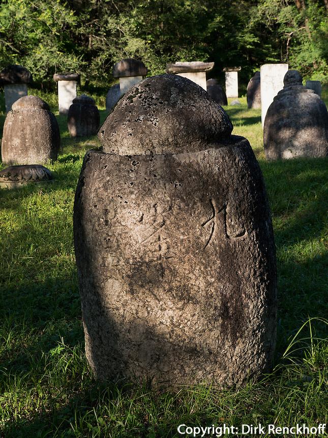 M&ouml;nchsfriedhof im Songwon-Tal in den Myohyang-Bergen, Nordkorea, Asien<br /> Monks cemetery in Songwon-Valley, Myoohyang-Mountains, North Korea, Asia