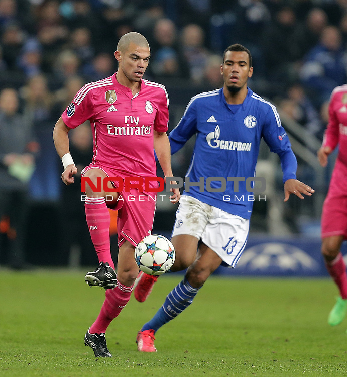 18.02.2015, Veltins-Arena, Gelsenkirchen, Championsleague, FC Schalke 04 vs. Real Madrid<br /> Pepe (Real Madrid), Eric Maxim Choupo-Moting (Schalke)<br /> Foto &copy; nordphoto /  Bratic