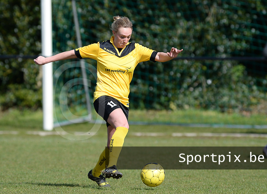 20160328 - Zwevezele , BELGIUM : Zwevezele's Celine Decock pictured during the soccer match between the women teams of Voorwaarts Zwevezele and FC Turnhout  , on the 20th matchday of the Belgian Third division for Women on Saturday 28 th March 2016 in Zwevezele .  PHOTO SPORTPIX.BE DAVID CATRY