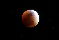 BOGOTA - COLOMBIA - 27-09-2015: Eclipse de Luna / lunar eclipse. Photo: VizzorImage / Felipe Caicedo / Staff.