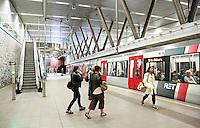 Nederland Rotterdam 2016. Metro bij het Wilhelminaplein. Het station is een ontwerp van Zwarts en Jansma Architects. Foto Berlinda van Dam / Hollandse Hoogte