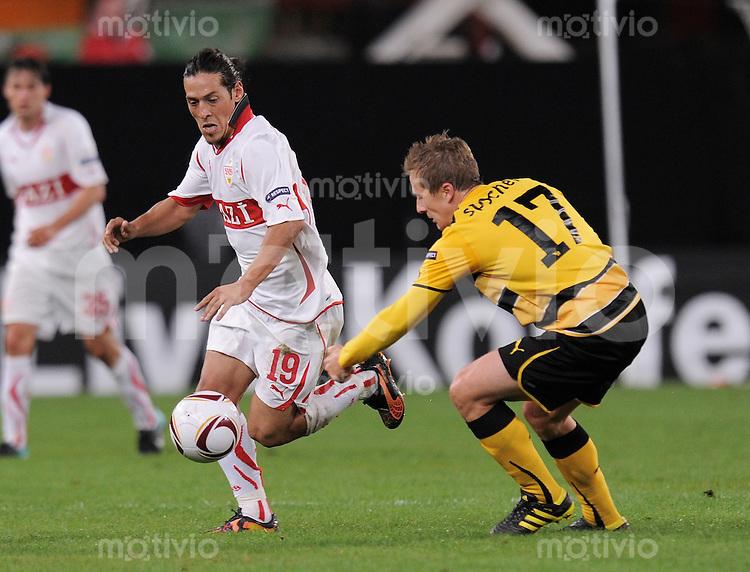 FUSSBALL  UEFA Europa League  2010/2011 Gruppe H  2010/2011  16.09.2010   VfB Stuttgart - Young Boys Bern Mauro Camoranesi (li, VfB Stuttgart) gegen Christoph Spycher (Bern)