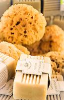 France, Provence-Alpes-Côte d'Azur, Menton: 'Soap from Marseille' for souvenirs | Frankreich, Provence-Alpes-Côte d'Azur, Menton: 'Seifen aus Marseille' als Mitbringsel