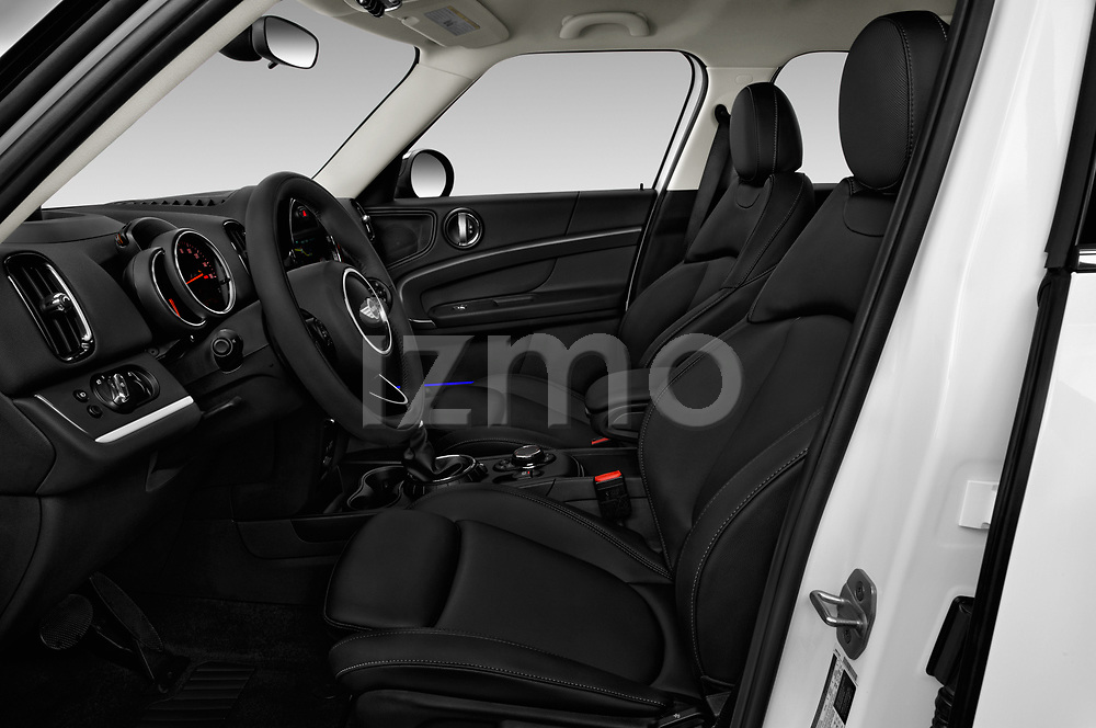 Front seat view of a 2018 Mini Countryman S 5 Door Hatchback front seat car photos