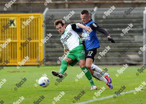 11-12-11 / Voetbal / seizoen 2011-2012 / Rupel-Boom - Dessel Sport / Nick Van der Westerlaken (R-B) zet Gregory Willems onder druk..Foto: Mpics.be
