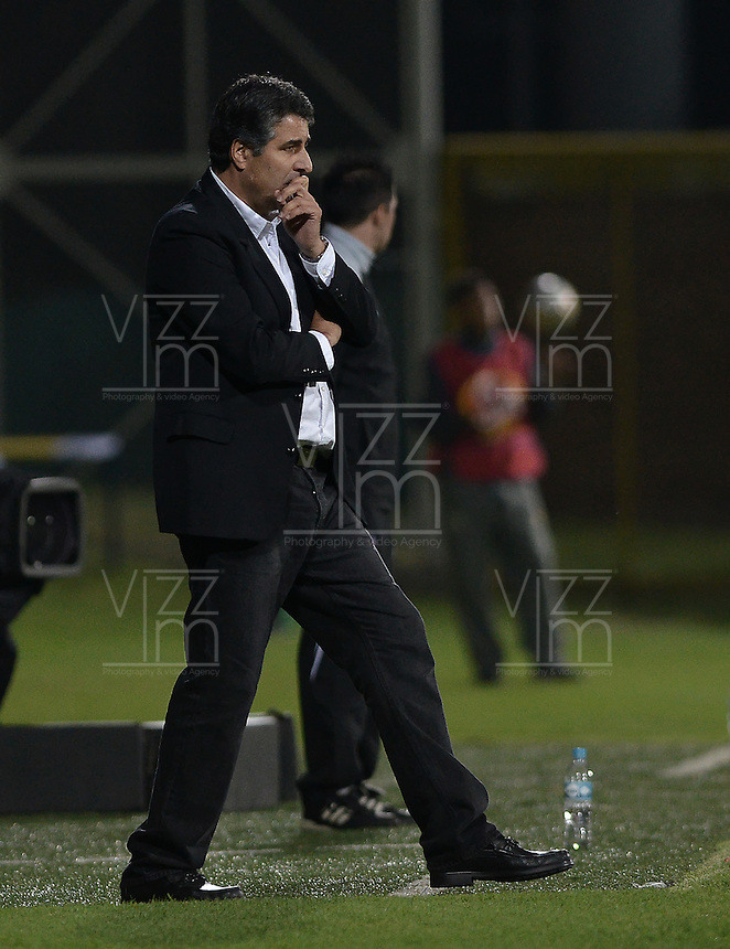 BOGOTÁ -COLOMBIA, 11-02-2015. Santiago Escobar técnico de La Equidad gesticula durante partido contra Envigado FC por la fecha 3 de la Liga Águila I 2015 jugado en el estadio Metropolitano de Techo de la ciudad de Bogotá./ Santiago Escobar coach of La Equidad gestures during match against Envigado FC for the third date of the Aguila League I 2015 played at Metropolitano de Techo stadium in Bogotá city. Photo: VizzorImage/ Gabriel Aponte / Staff