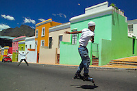 CAPE TOWN, SOUTH AFRICA, NOVEMBER 2004. The colourful former slave houses of the Bo kaap in Cape town, are now the homes of the cape malay people. Photo by Frits Meyst/Adventure4ever.com